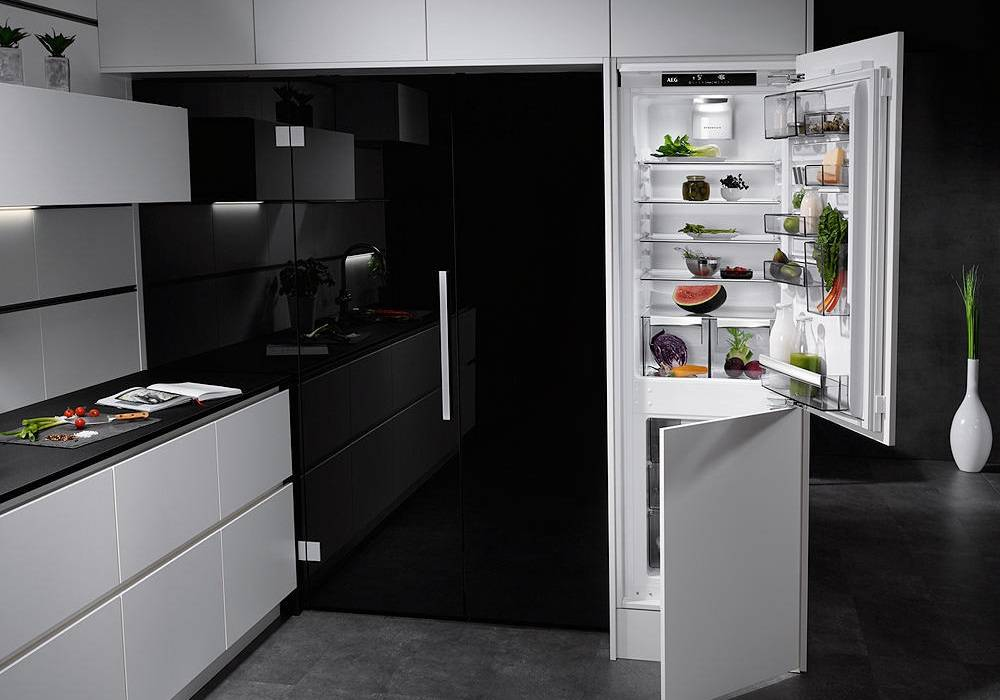 AEG Integrated Fridge Freezers